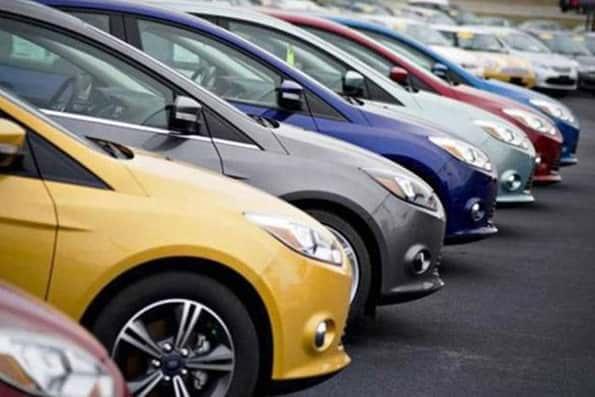 کاهش قیمت خودرو ادامه مییابد