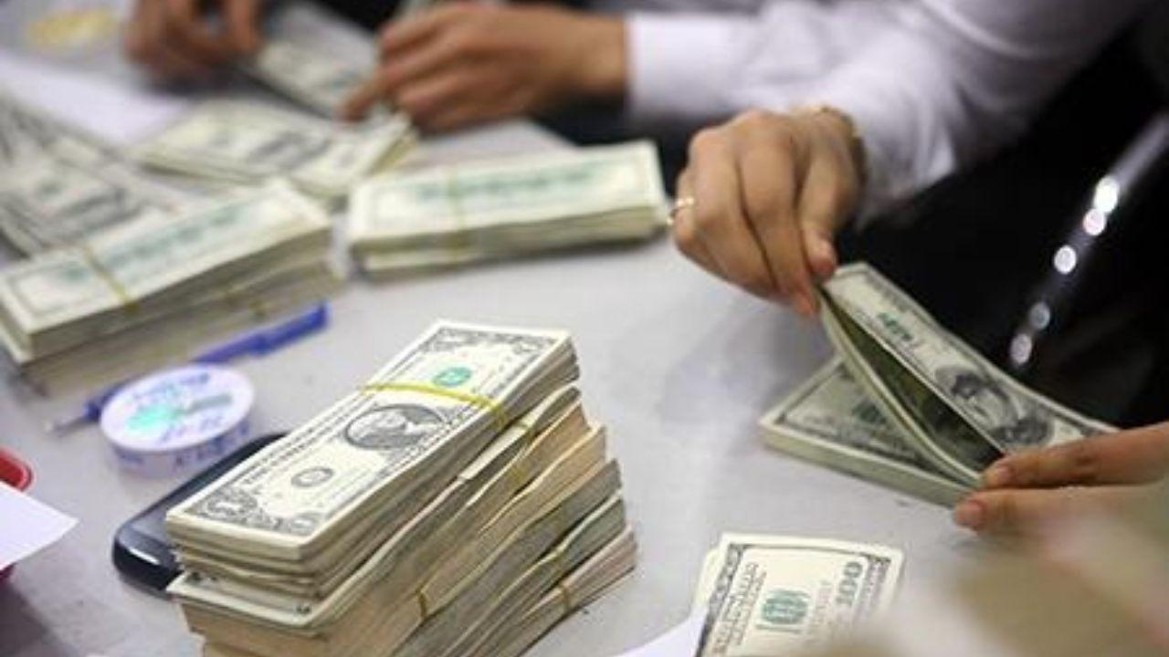 افزایش ۲۰۰ تومانی قیمت دلار در صرافیهای بانکی