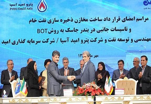 آغاز ساخت مخازن بزرگ نفتی در سواحل دریای عمان