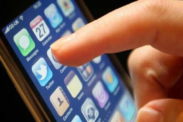 آذری جهرمی: ترخیص 600 هزار گوشی آغاز شد